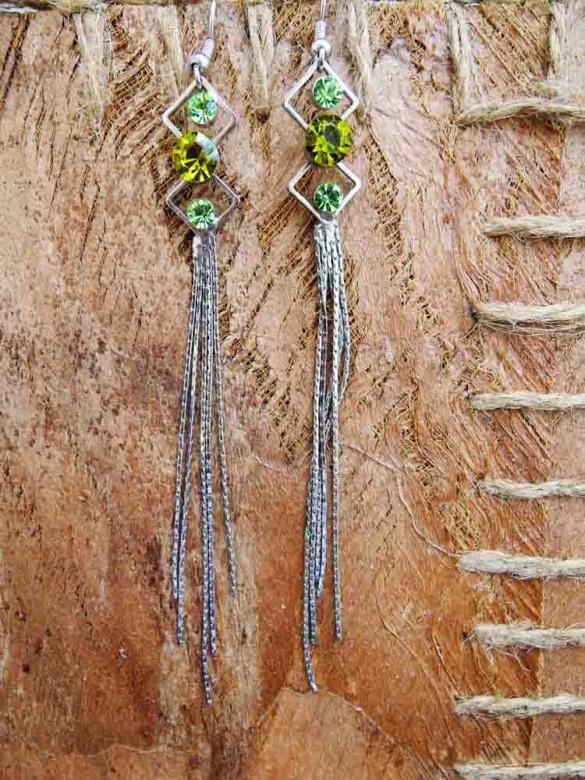 Σκουλαρίκια με πράσινες πέτρες